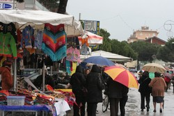 La fiera di San Giuseppe sotto la pioggia